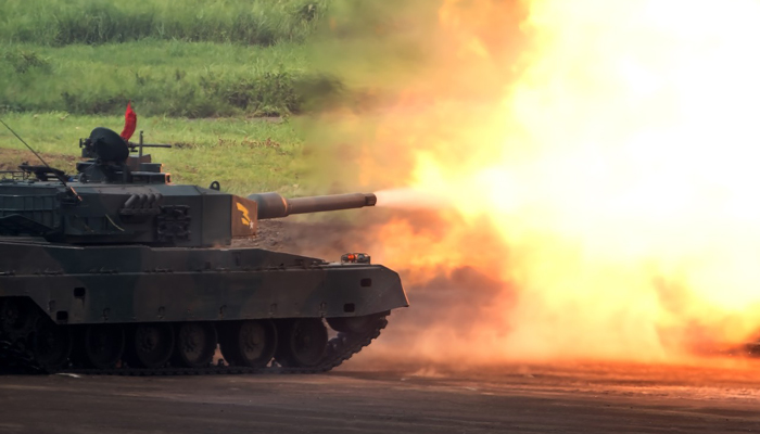 戦車が発砲